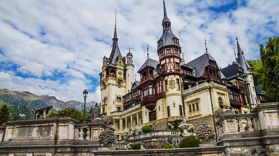 Stunning picture with Peles Castle
